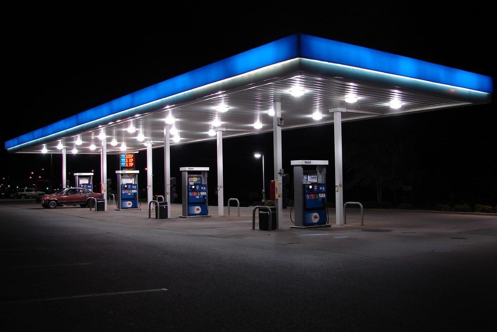 Цены на бензины в Украине контролируют политики, а не курс доллара
