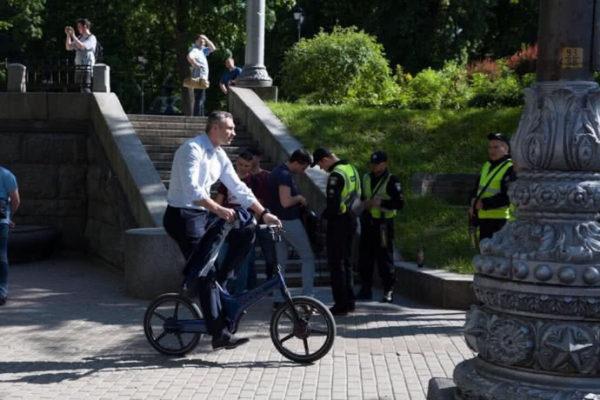 Кличко добирався на інавгурацію велосипедом