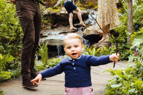 Принц Вільям та Міддлтон показали фото з прогулянки з синами і донькою