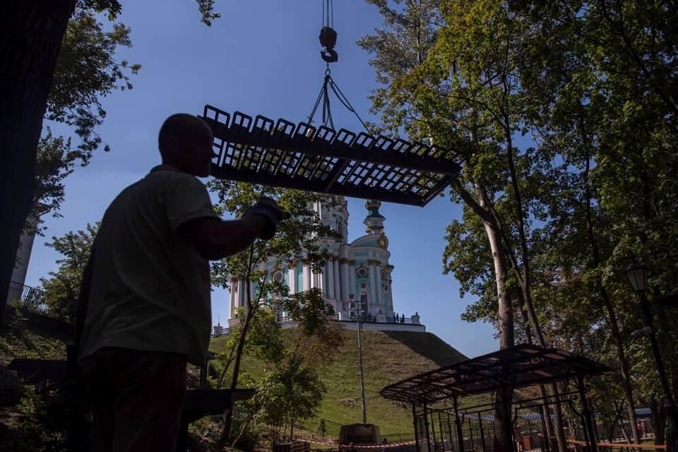 От Андреевской церкви к Владимирской горке строят ступеньки: как все выглядит сейчас