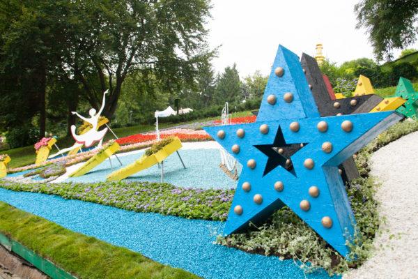 Спортсмены в цветах: в Киеве открылась необычная выставка
