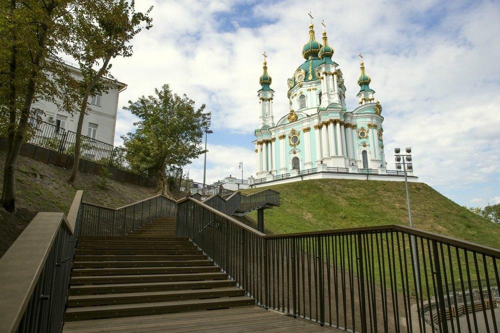Андреевскую церковь и Владимирскую горку соединила лестница
