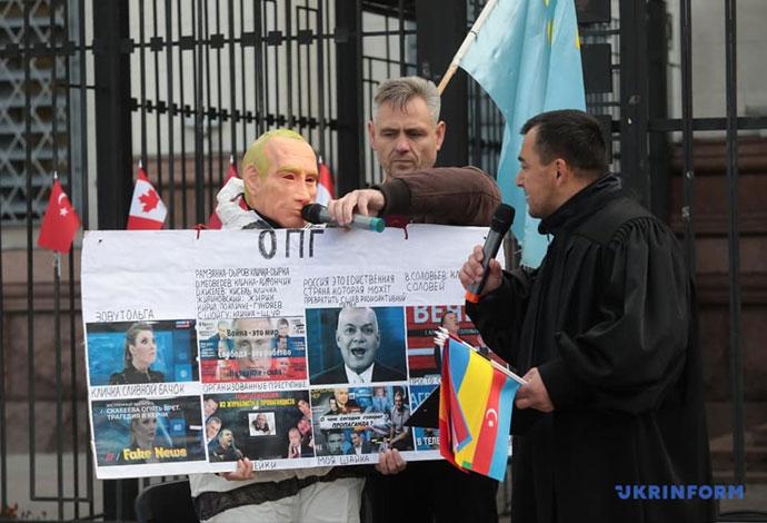 Путину устроили «Гаагу» под посольством РФ