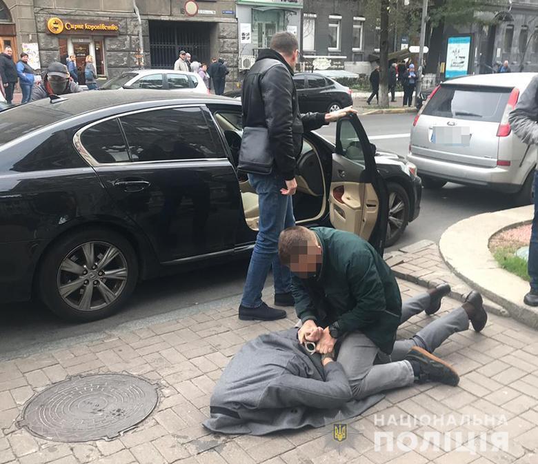 В Киеве чиновника Нацбанка поймали на взятке в $40 тысяч