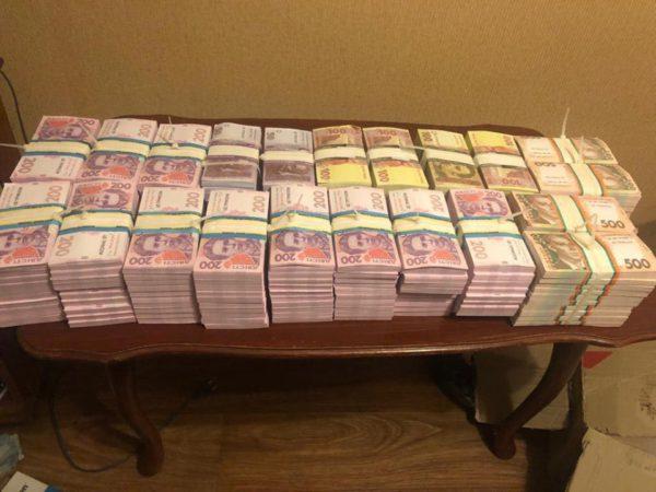 Парень хранил дома семь миллионов фальшивых гривень