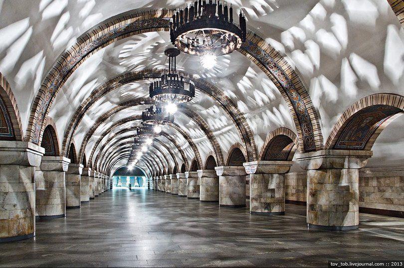 Станцию «Золотые ворота» будут по утрам закрывать на вход: подробности