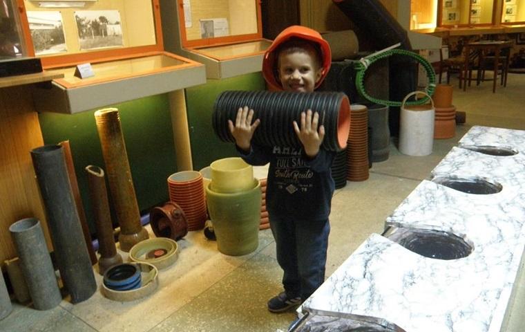 Музей канализации проводит бесплатные экскурсии: экспонаты можно трогать