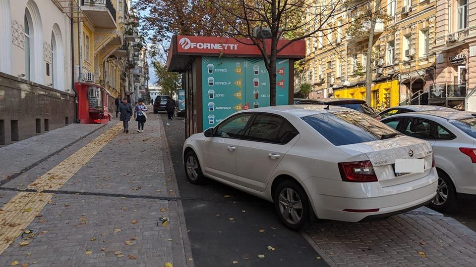 Новую велодорожку на Пушкинской улице загородил киоск