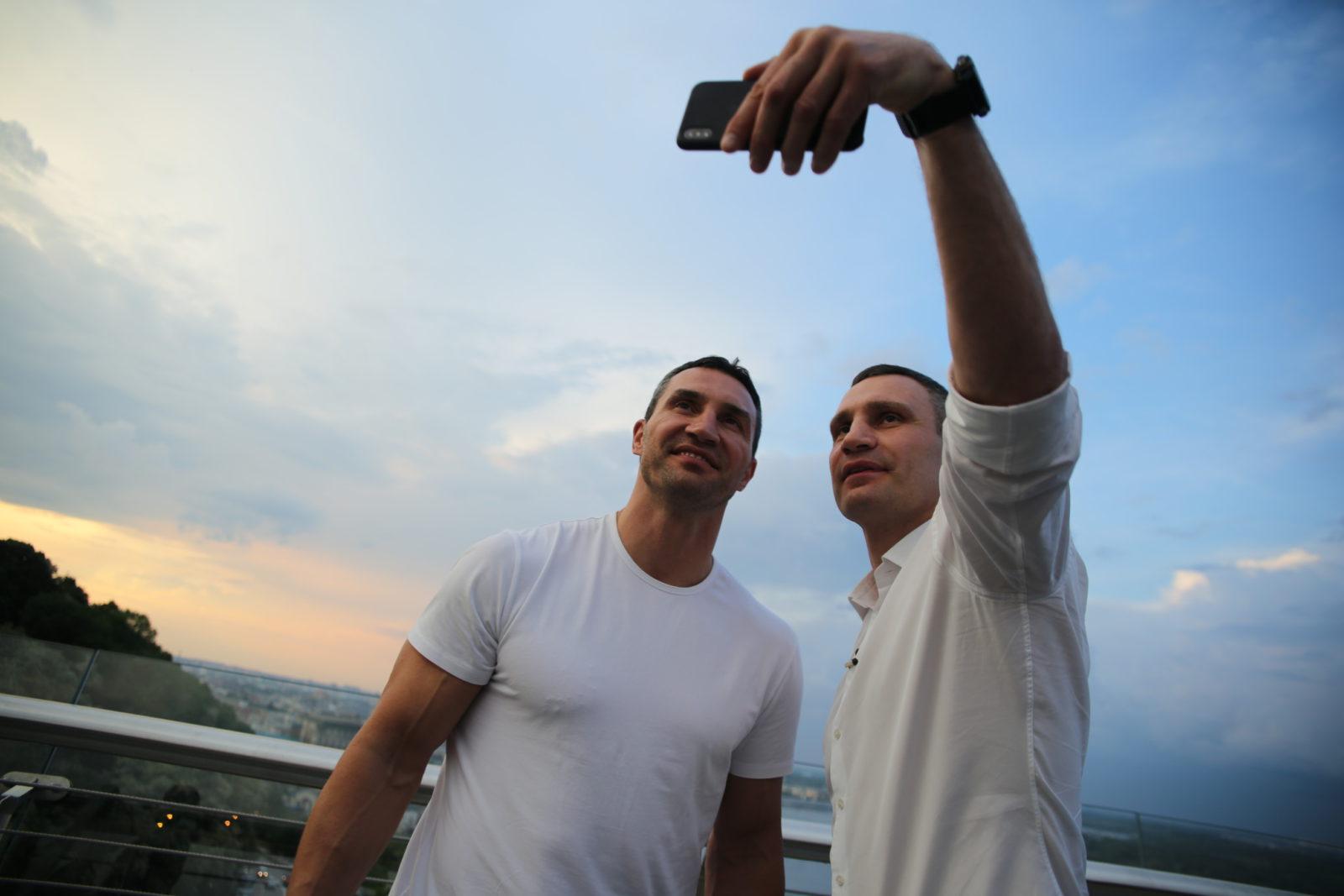 Суд отказался рассматривать иск Кличко против «1+1»