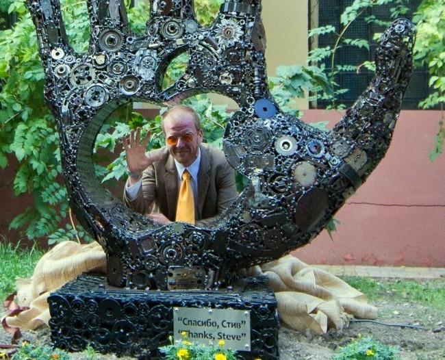 Автор памятника Стиву Джобсу увековечит украинскую копейку