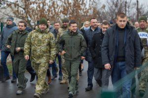 Первые шаги Зеленского и его команды положительно оценивают 62% украинцев — опрос