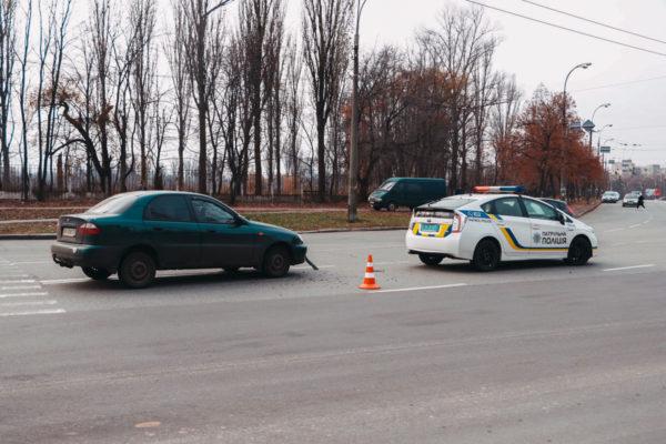 На Теремках Lanos сбил мужчину на пешеходном переходе