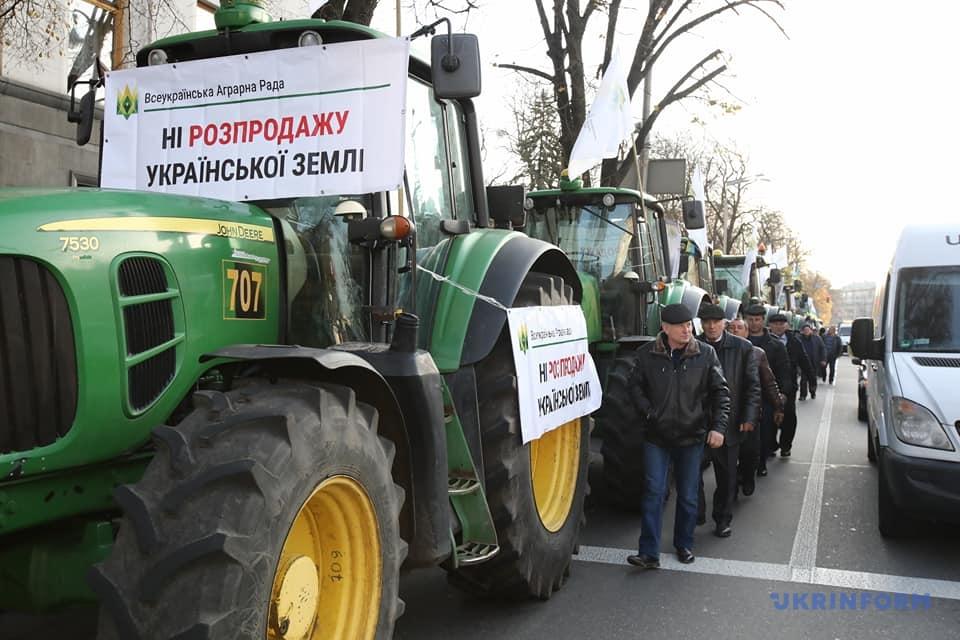 Под Радой одновременно митингуют за и против рынка земли: фото