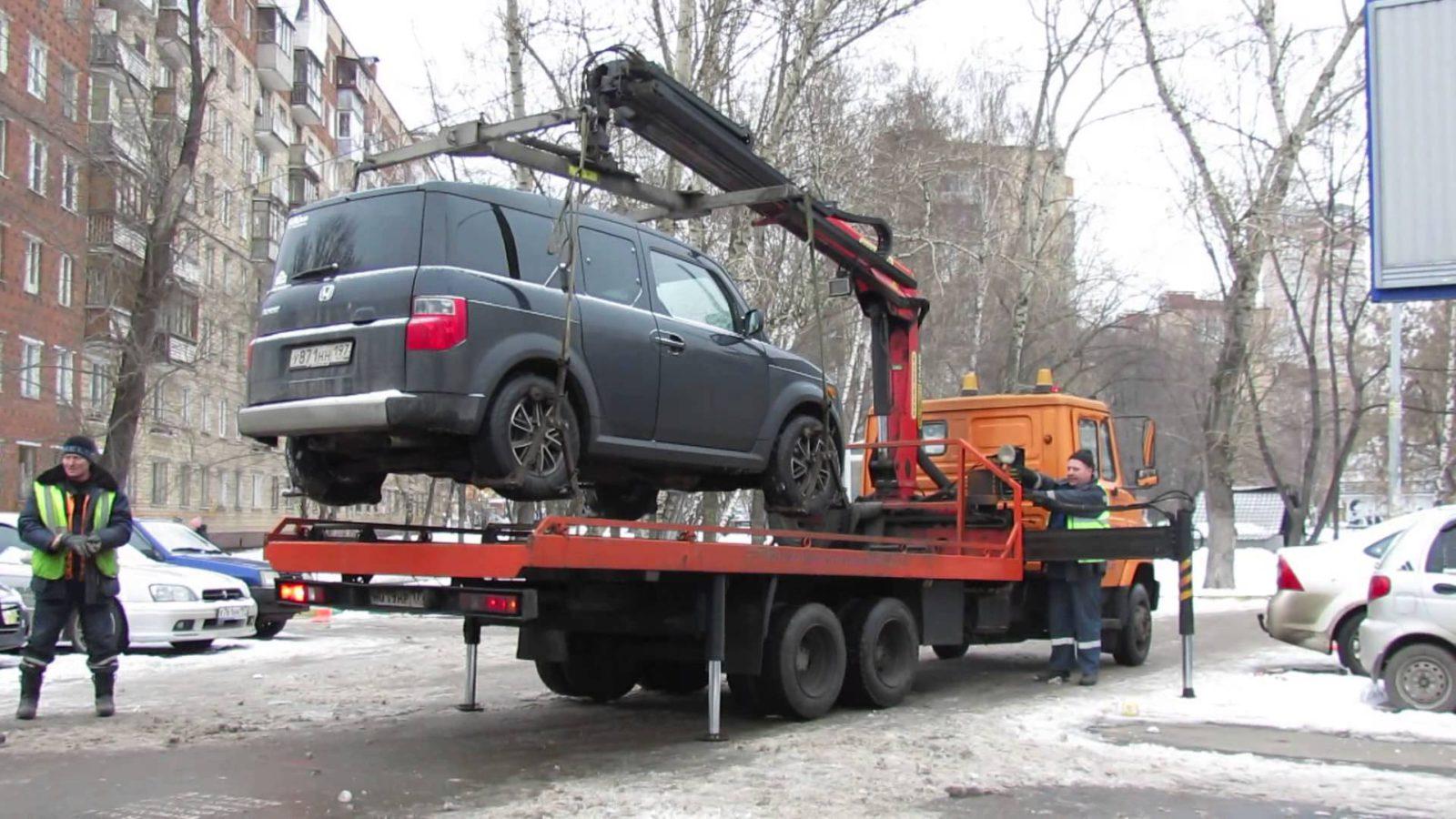 За сутки со столичных улиц исчезает больше 140 авто