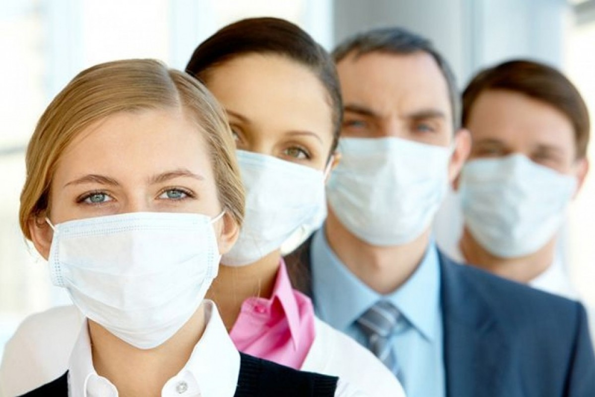 В столичных аптеках образовался дефицит защитных масок
