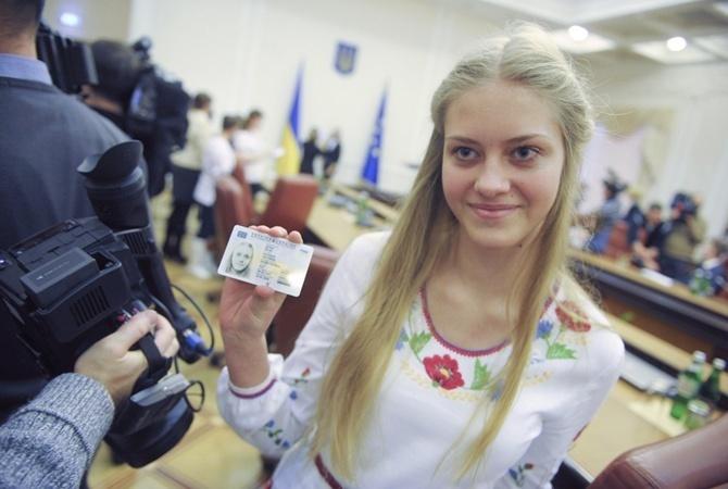 Теперь подростки смогут одновременно получить паспорт и идентификационный код